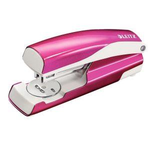 Grapadora de oficina rosa metalizada